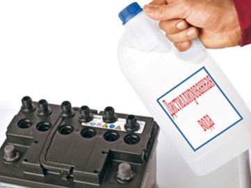 доливаем воду в аккумулятор