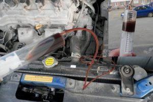 чем откачать масло с двигателя