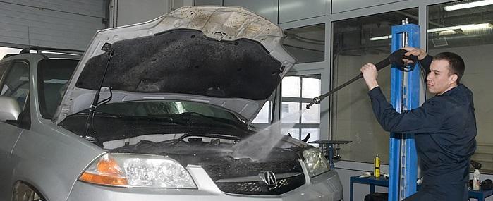 bezopasno-pomyt-dvigatel-avtomobilja-samostojatelno-3